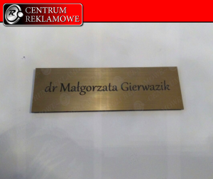 tabliczki znamionowe z grawerem, GRAWER, naklejki z grawerem, szyldy, Grawer Przeźmierowo Rokietnica Poznań cięcie laserem